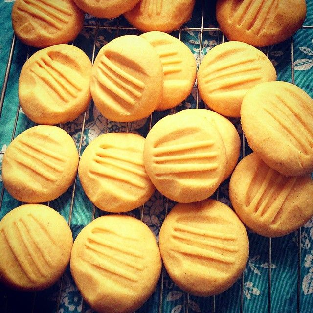 Something Sweet, Something Savoury: Vanilla Custard Biscuits.