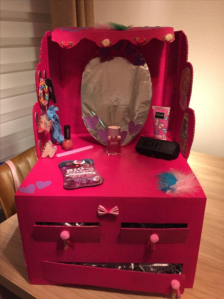 Surprise! Een kaptafel, met verlichting, voor een meisje. #kaptafel #sinterklaas #surprise