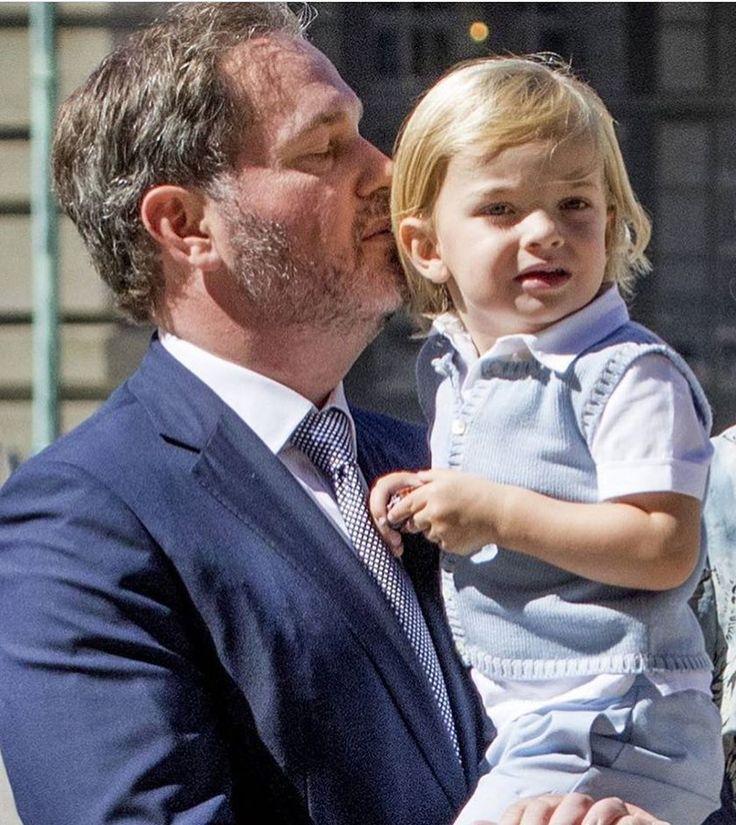 Chris and Little Prince Nicolas #kungafamiljen #kungligt #kungliga #svenskakungahuset #svenskprins #prinsnicolas #princenicolas #nicolas #lillprinsen #swedishroyals #swedishprince #swedishroyalfamily