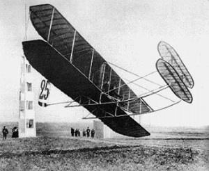 Primo volo acrobatico. E' il 1909.