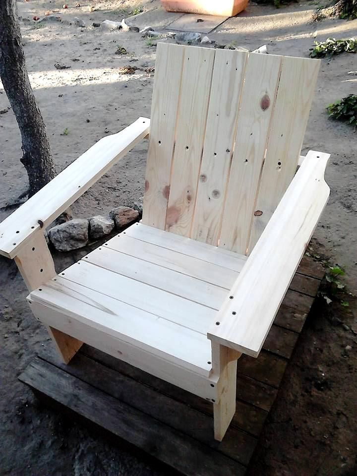 Adirondack Chair Made out of Pallets | 101 Pallet Ideas