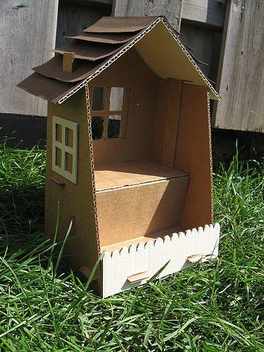 maison en carton Very simple, nice idea for small kids!