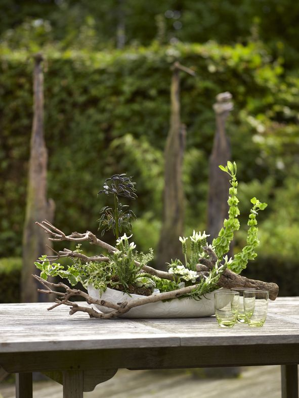 Table Decoration made by Boerma Instituut for magazine Special Bloemschikken. I love the branch incorporated into the design
