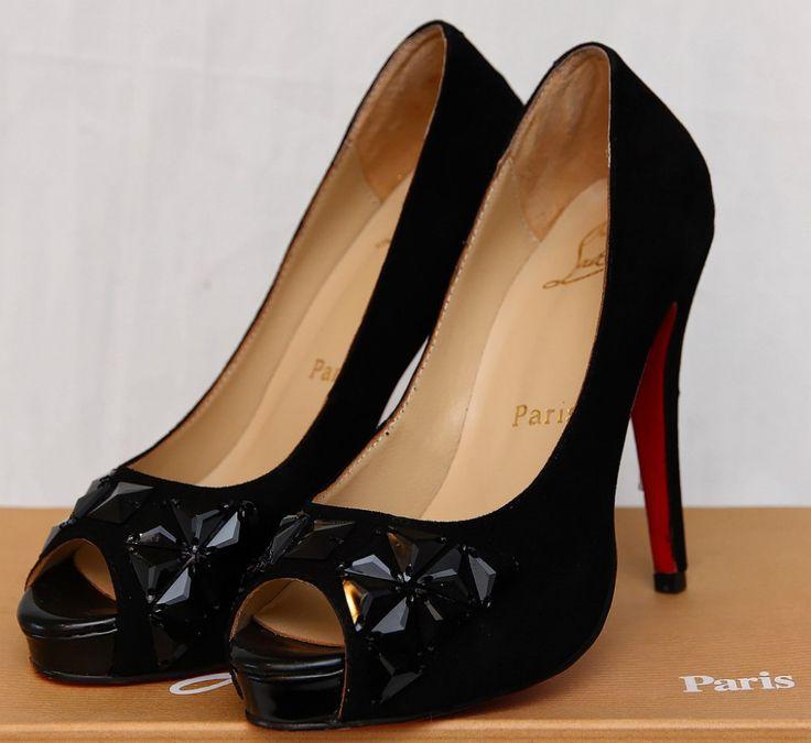 Туфли Christian Louboutin замшевые, на 35 размер ноги #16425       Туфли Christian Louboutin замшевые, на 35 размер ноги #16425 Натуральная замша снаружи, натуральная кожа внутри Цена снижена - распродажа