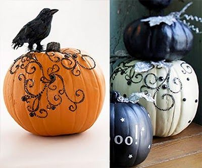 Pumkin ideas for Holloween. Spray paint & black and white pumpkins all over !