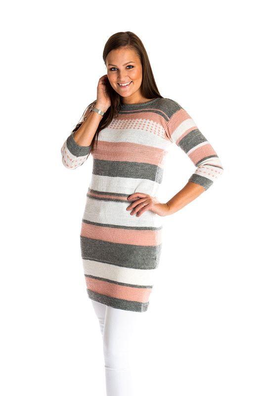 <p>Smart kjole eller tunika strikket i Mayflower Easy Care. Denne virkelig smarte kjole er strikket i de flotte nuancer bestående