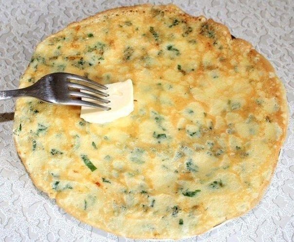 Фото к рецепту: Cырные блинчики с петрушкой