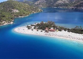 Burası hem tarihi hem de turistik yönden Türkiye'nin eşsiz güzelliklerinden birri ve de çok uygun!!!Buraya gelmeden ölen insan çok şey kaybetmiştir benim gözümde!