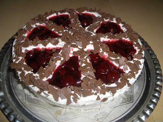 Stracciatellás-meggyes torta (Zila forma)