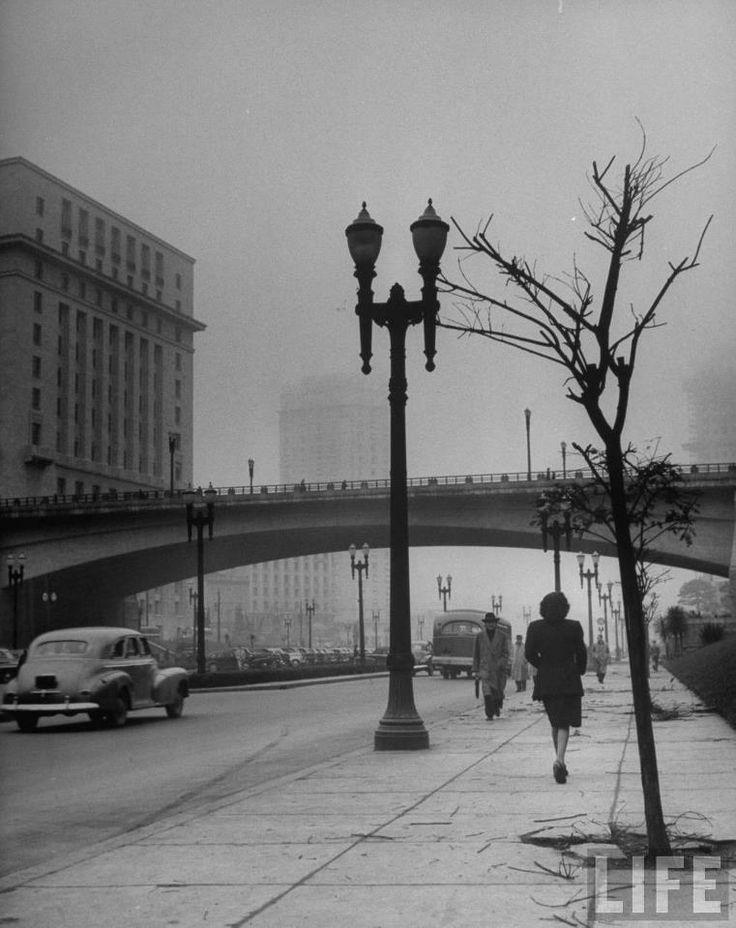 1947 - Vale do Anhangabaú sob neblina.