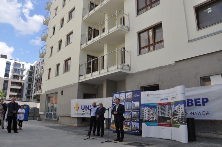 """Budowa 3. etapu Capital Art Apartments, uroczystość zawieszania ,,wiechy"""" - czerwiec 2014 r."""