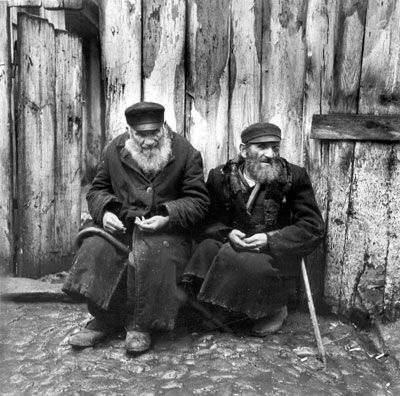 Roman Vishniac  Peddlers Transformed into Beggars by the Boycott  1938