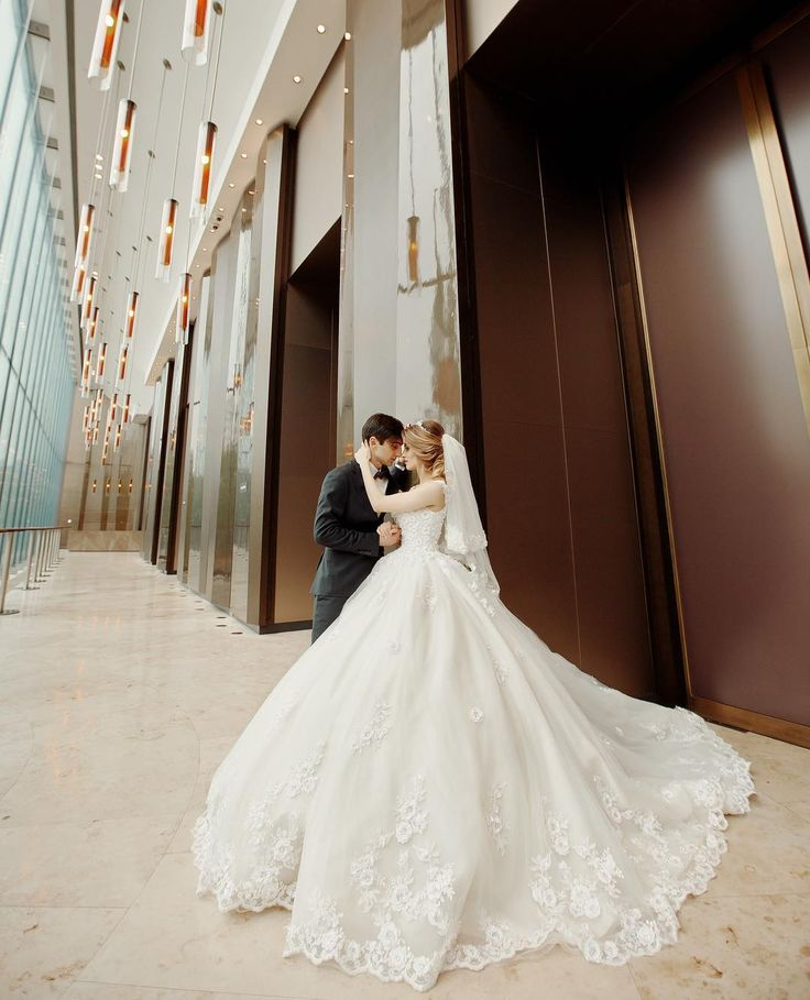 20 мая снимали большой командой  @sarkisovfoto свадьбу Карио и Жаклин. 4 составляющие каждой свадьбы , какие ? Жених, Невеста , Гости , Настроение.  Очень весёлая получилась свадьба, много хороших по настоящему добрых моментов. И бегали , и танцевали все было )  Хотел бы выразить огромную благодарность некоторым людям , с которыми мы были огромной командой на фотосъемке: �� Причёска @mari_keyan Макияж @makeupbymodebadze Флористика @royalweddingluxury Vlad Sarkisov �� Russian - available to…