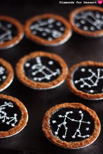 These cute constellation cheesecake tarts are perfect as an alternative to a traditional wedding cake! By http://diamondsfordessert.com/2012/02/constellation-cheesecake-tarts.html  Photo Credit: http://diamondsfordessert.com