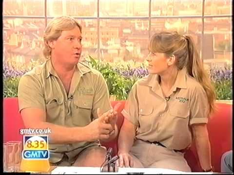 A loving couple and a fun interview: Steve and Terri Irwin on gmtv - YouTube