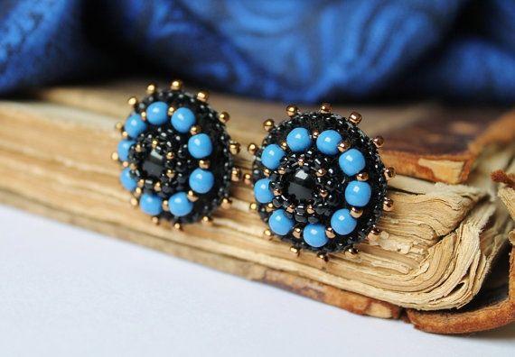 Ricamo nero blu Post Orecchini Bead orecchini blu di MisPearlBerry