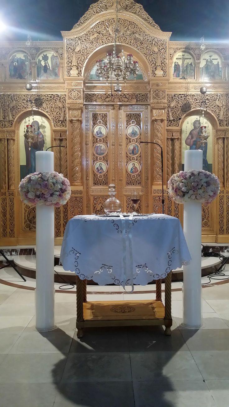 Στολισμός λαμπάδων γάμου με τριαντάφυλλα σε Vintage Style χαρίζουν μεγαλοπρέπεια στο γάμο σας.