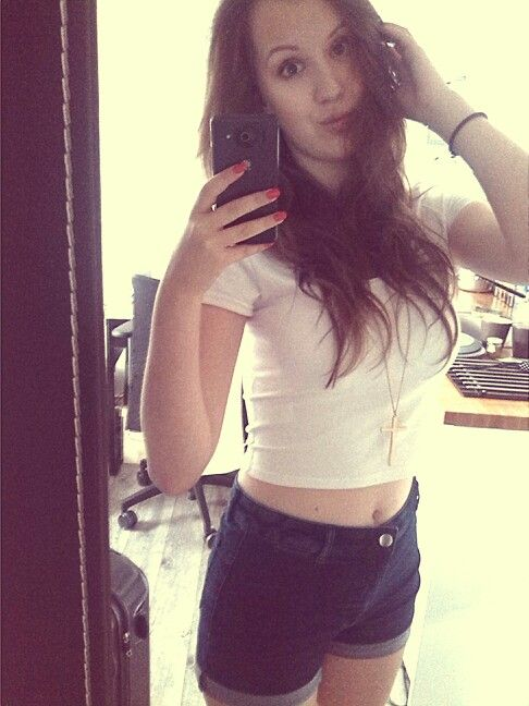 Day two: my outfit :) crop top and high waisted shorts and let's ho into parisian streets :) #ParisByDay