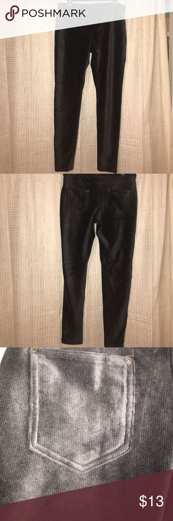 Hue Corduroy Leggings Dark grey corduroy leggings. Two bank pockets. HUE Pants Leggings