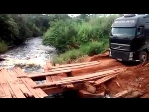 Mulher Atravessando Ponte De Madeira Com Caminhão 9 Eixos - ESSA É GUERREIRA!! - YouTube