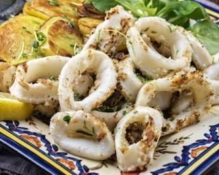 Calamars persillés à la plancha : http://www.fourchette-et-bikini.fr/recettes/recettes-minceur/calamars-persilles-a-la-plancha.html