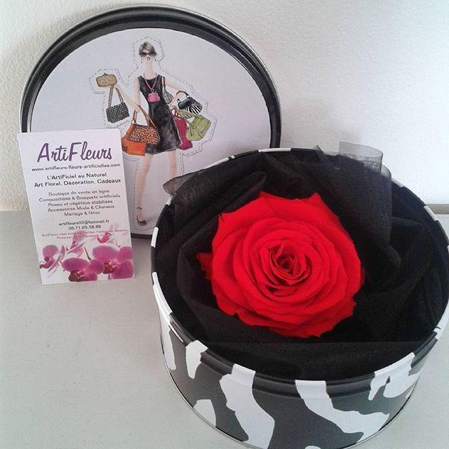 Boite fashion et grande ROSE éternelle rouge 100% naturelle En savoir plus sur http://www.artifleurs-fleurs-artificielles.com/boutique/fleurs-naturelles-preservees/#Lodoh4KV1IjBKGfR.99