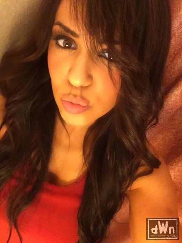 hot-wwe-divas-makeout-slavesexgirl