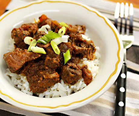 Slow cooker beef curry: make this for your football fans!