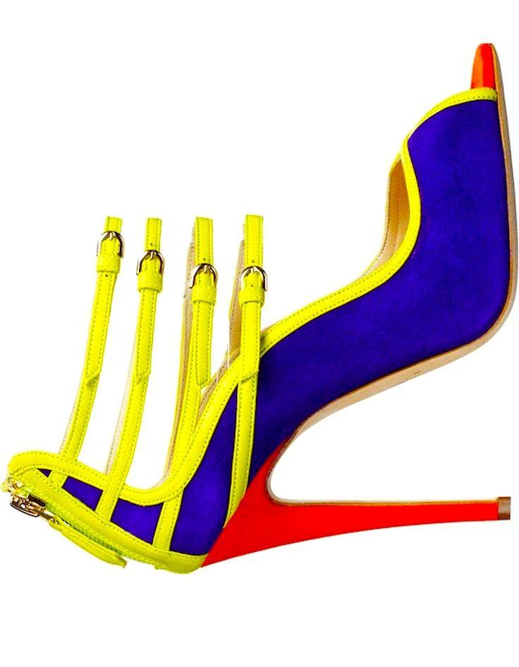 la zapatilla con los colores representativos primarios