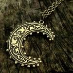 A gorgeous necklace: Moon Necklace