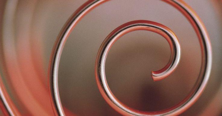 Como fazer uma pistola Nerf. A empresa de brinquedos Hasbro produz várias linhas de armas Nerf que disparam dardos de espuma macia. Os dardos possuem diversos tamanhos. Eles são impulsionados por ar ou uma mola e as armas vão desde de um tiro único até modelos automáticos, alimentados a bateria. Fazer sua própria arma Nerf de madeira é um projeto simples e divertido.