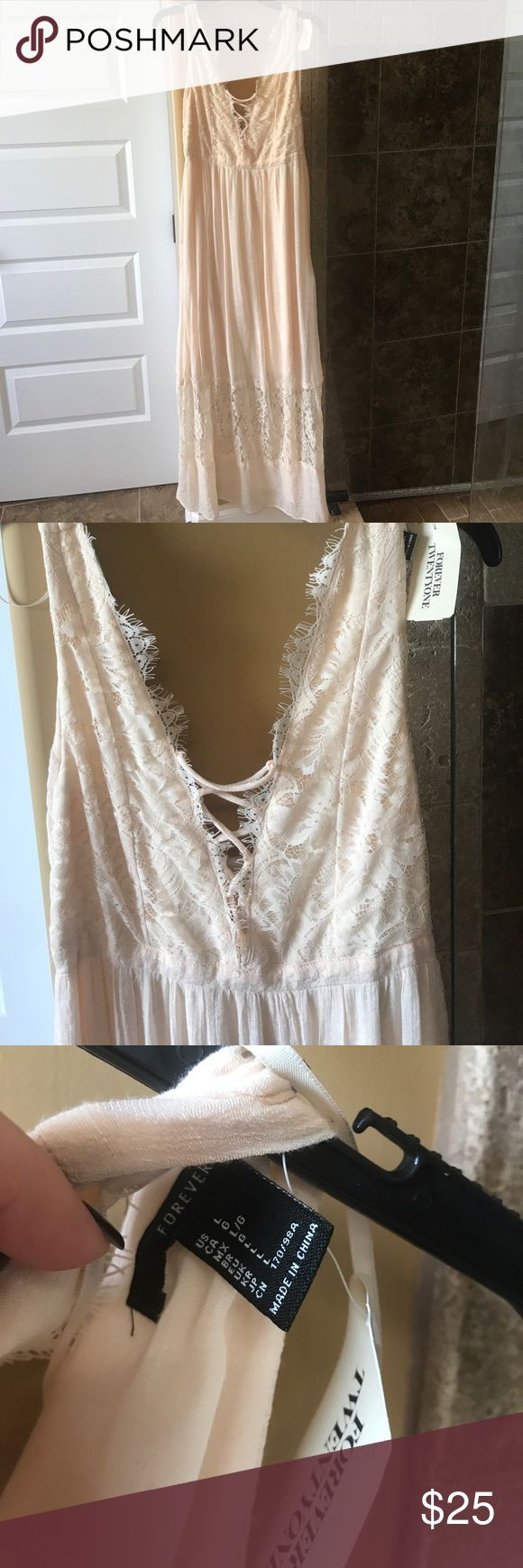 NWT forever 21 cream maxi dress Cute maxi dress! Great for summer. Zips on the side Forever 21 Dresses Maxi