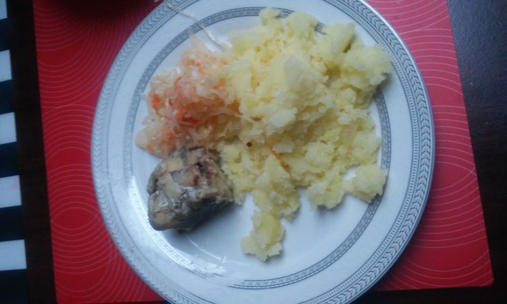More recipes www.ugotujesz.com.pl #kitchen dishes cooks #food #recipes  Cod dinner  Ingredients (2 persons): cod carcass – 1 pc. flour, salt (for roundness fish) Potatoes – 500 g Sauerkraut – 200 g Onions – 50 g vegetable oil – 100 ml sugar, salt and pepper for seasoning cabbage salad Preparation time 30 minutes The fish is cleaned and cut into rings, add salt, then coat with flour and fry until golden brown. Peel the potatoes and boil in salted water. Salad with sauerkraut seasoned with sal