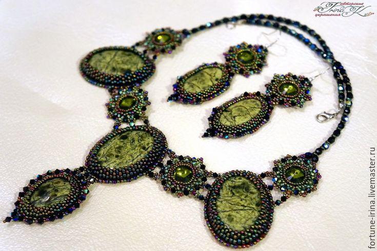 Купить комплект украшений со змеевиками и сваровски Лесная нимфа - зеленый цвет