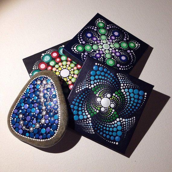 Pintura de Mandala pequeño original sobre lienzo, arte aborigen, pequeño, pintura acrílica sobre lienzo.  Mi arte será empaquetado cuidadosamente para asegurar le llegue en perfectas condiciones de pintura y enviado con una prioridad el correo aéreo.                                                                                                                                                                                 Más