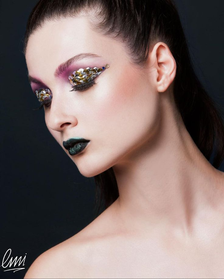 Creative Makeup for editorial #artmakeup #makeupartist #makeupartistworldwide # #editorial #color #green #mua