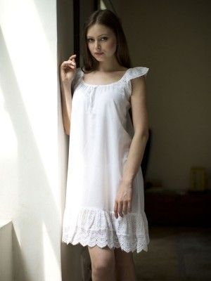 https://ak0.scstatic.net/1/cdn2-cont2.sweetcouch.com/3581108-magnolia-nighty-cambric-white.jpg