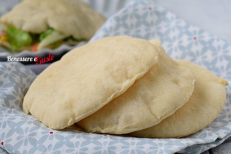 Pane PIta al forno, il pane tipico greco cotto in forno, leggero da riempire e farcire in tanti modi diversi. Ricetta con lievitazione
