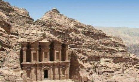 Kota Al-bitro atau petra, arab Anbath Asy-Syam