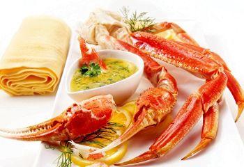 Pattes de crabe et beurre aux herbes
