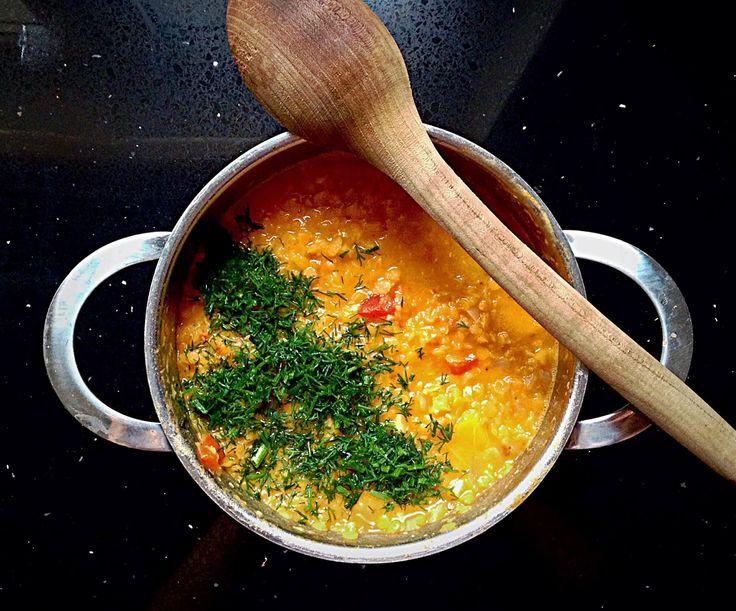 Prawie Perfekcyjna Pani Domu: Dahl z papryki, soczewicy i pomidorów