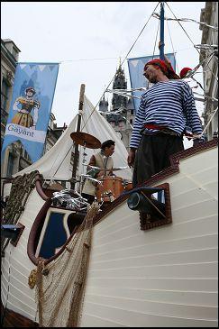 """Char de carnaval """"Bateau de pirates"""" mis aux enchères par la ville de Douai (59) (vendu sans les pirates !)"""
