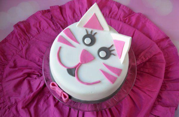 Cica torta készítése lépésről lépésre, meggyes-tejcsokis torta recepttel  Cat cake tutorial  http://sweetandcrazy.cafeblog.hu/2017/04/28/cicatorta-2-0-meggyes-csokis-torta-burkolva/