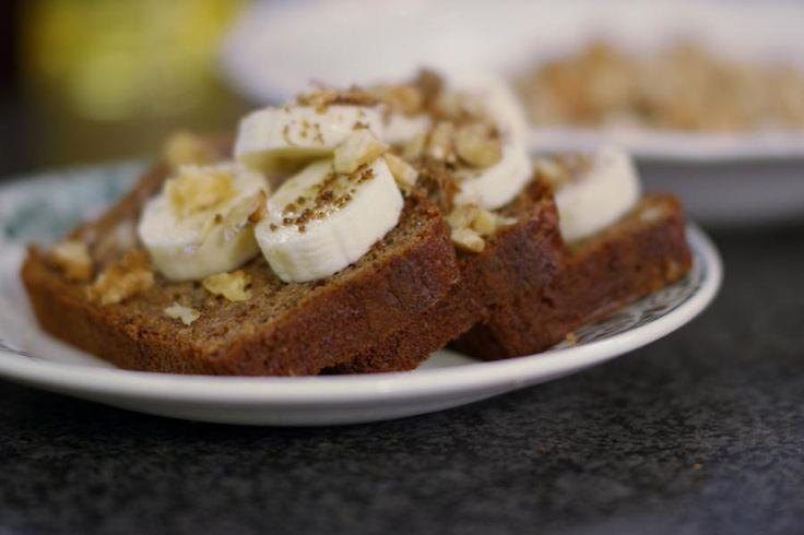 Wie graag een brunch organiseert of simpelweg houdt van een stevig en gevarieerd ontbijt, krijgt er van Jeroen een ideetje bij. Dit bananen-notenbrood is heel eenvoudig te bereiden en je kunt het lauwwarm of afgekoeld eten.
