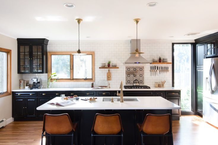 Have you ever seen red leather bar stools? We definitely have not and they are perfect in this bright and open kitchen.