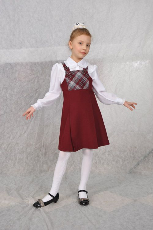 Új kollekció iskolai egyenruha a boltban TALE