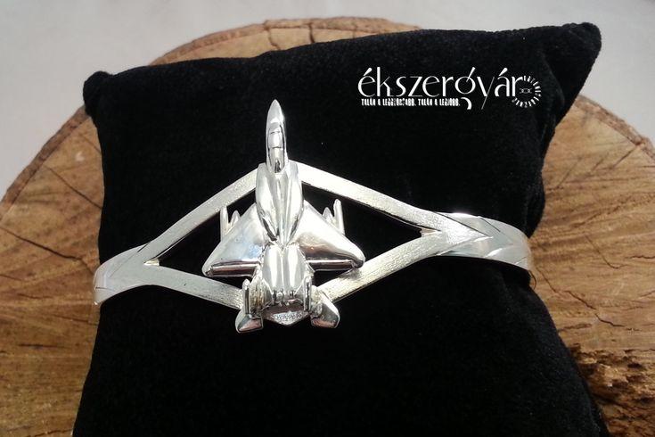 F15 Eagle ezüst karkötő.