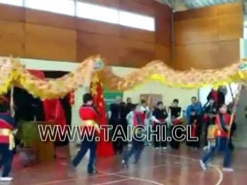 Danza dragón y león Colegio YangTse - YouTube