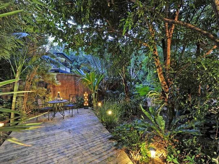 Tropical garden design using brick with outdoor dining & decorative lighting - Gardens photo 151816