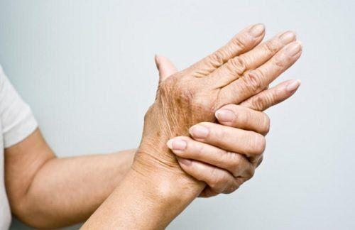 Jeśli cierpisz na artretyzm, zamiast stosować środki farmaceutyczne, wypróbuj naturalne olejki lecznicze, które skutecznie łagodzą bóle stawów.